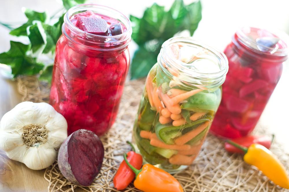 Mléčná kvašená zelenina ze Shutterstock