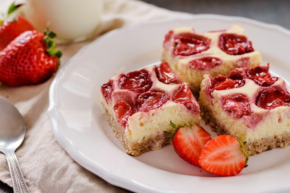 Jahodový koláč z tvarohu a vloček