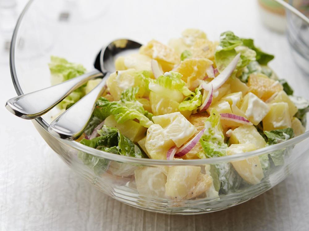 Recept: Bramborový salát s ledovým salátem