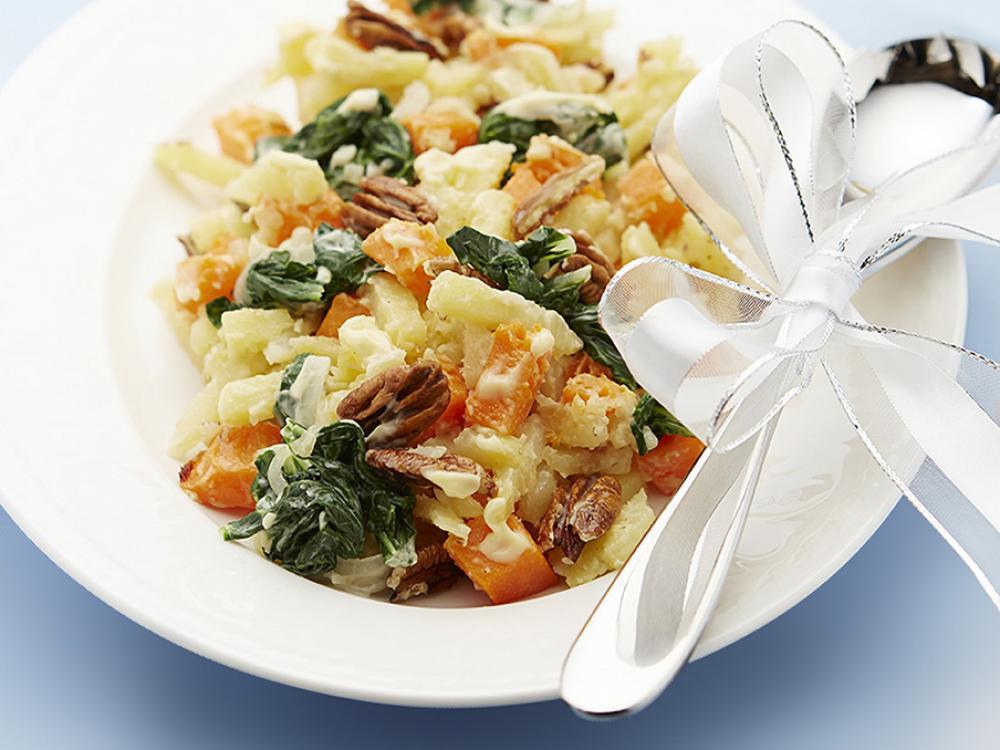 Recept: Jemný bramborový salát s dýní a špenátem