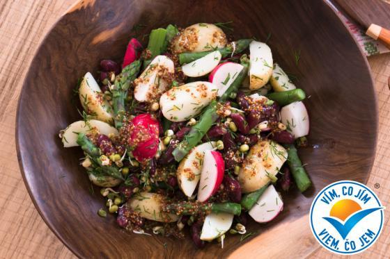 Recept: Jarní bramborový salát