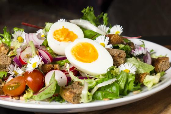 recept, jarní salát