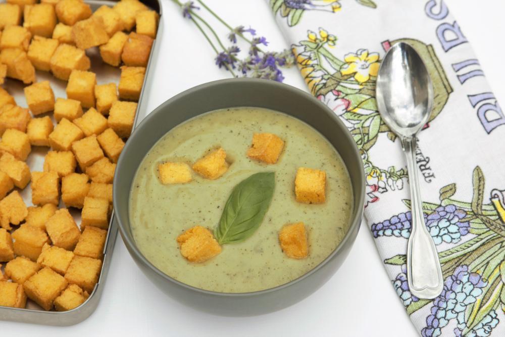 Recept: Cuketová polévka s polentovými krutónky